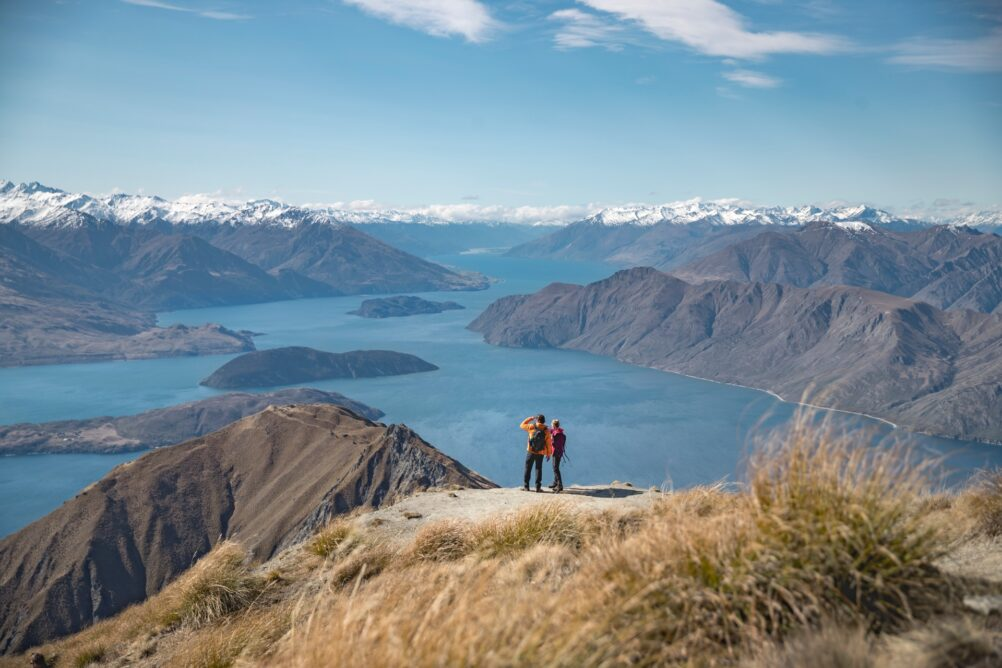 roys-peak-wanaka-new-zealand-hiking-walking-nature-miles-holden-ute-junker
