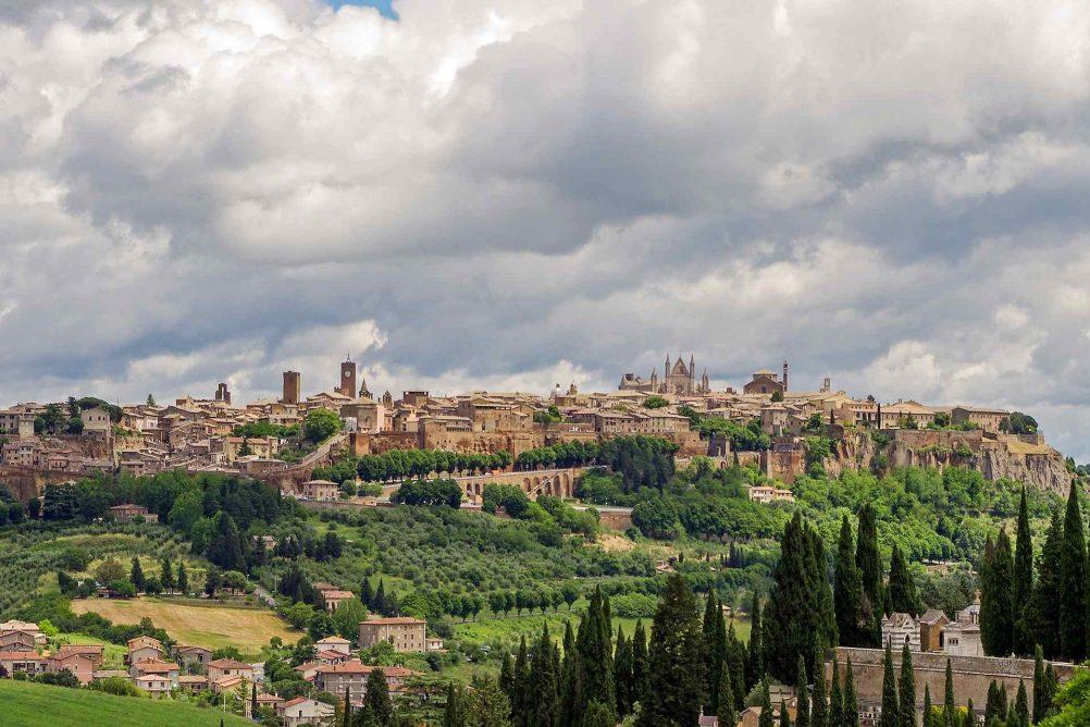 orvieto-italy-hill-town-rome-history-valter-cirillo-pixabay-ute-junker