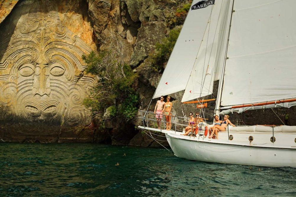 new-zealand-north-island-lake-taupo-maori-ute-junker