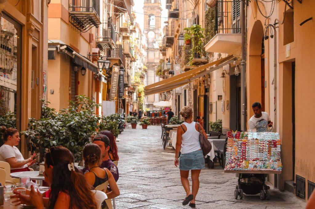 Sicily-rent-holiday-who-is-denilo-on-unsplash-ute-junker